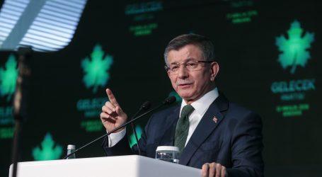 شاهد.. داود أوغلو يدعم بقوة استراتيجية الحكومة التركية بشأن ليبيا والمتوسط