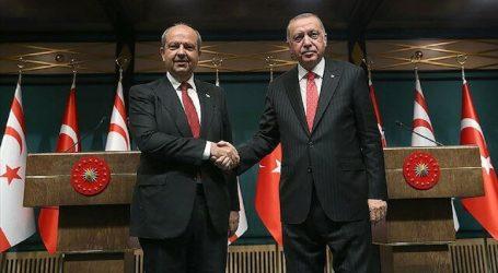 أردوغان يبحث العلاقات الثنائية مع رئيس وزراء قبرص التركية