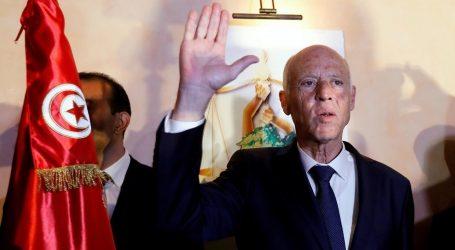 خلطة كنتاكي الإماراتية.. هل تطيح بثورة تونس؟