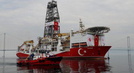 بعد وساطة ألمانية.. تركيا تعلق التنقيب في منطقة مياه متنازع عليها مع اليونان
