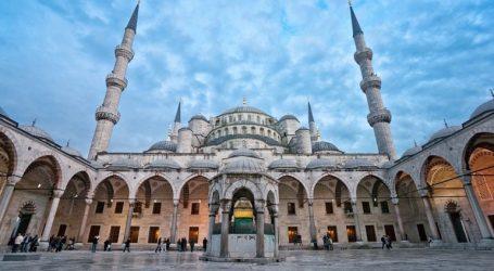 شركة سعودية تعتذر بعد نشرها صورة لمسجد تركي وآية قرآنية على حسابها بتويتر!