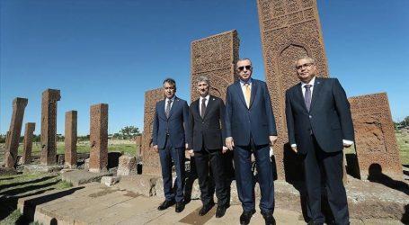 أردوغان يزور المقبرة السلجوقية في ولاية بتليس جنوب شرق البلاد