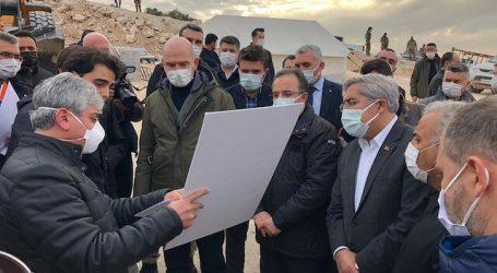 وزير الداخلية التركي يتفقد مشروع بناء منازل لنازحين بإدلب