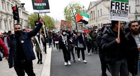 """لندن.. آلاف المؤيدين لفلسطين يهتفون """"إسرائيل إرهابية"""""""