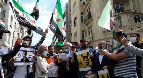 """إسطنبول.. سوريون ينددون بـ""""مهزلة"""" الانتخابات الرئاسية لنظام الأسد"""