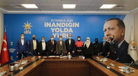 """تركيا.. وفد من """"اتحاد الجاليات العربية"""" يزور فرع """"العدالة والتنمية"""" بإسطنبول"""